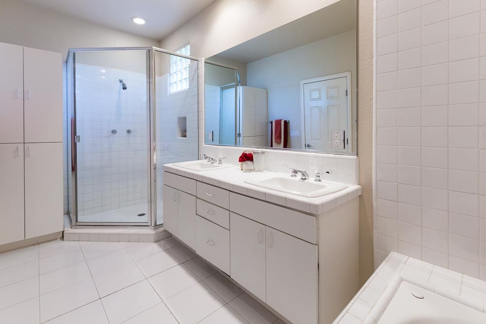 Sedona homes for sale with 5 piece bathrooms