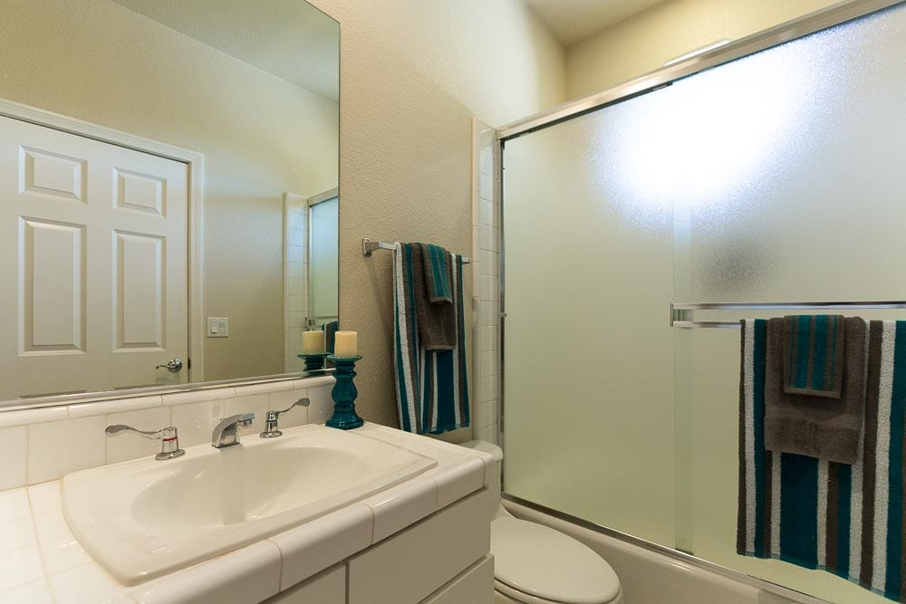 Sedona homes for sale with tubs and showers