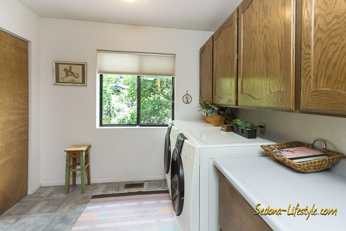 West Sedona homes with laundry rooms