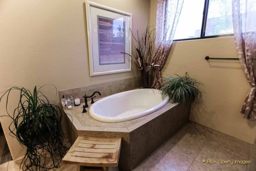 West Sedona homes with oversize tubs