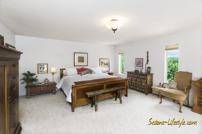 West Sedona Master Suite Retreat with Sliding Glass access to deck and views