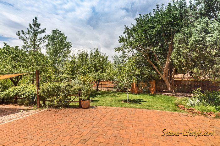 West Sedona homes with fruit trees