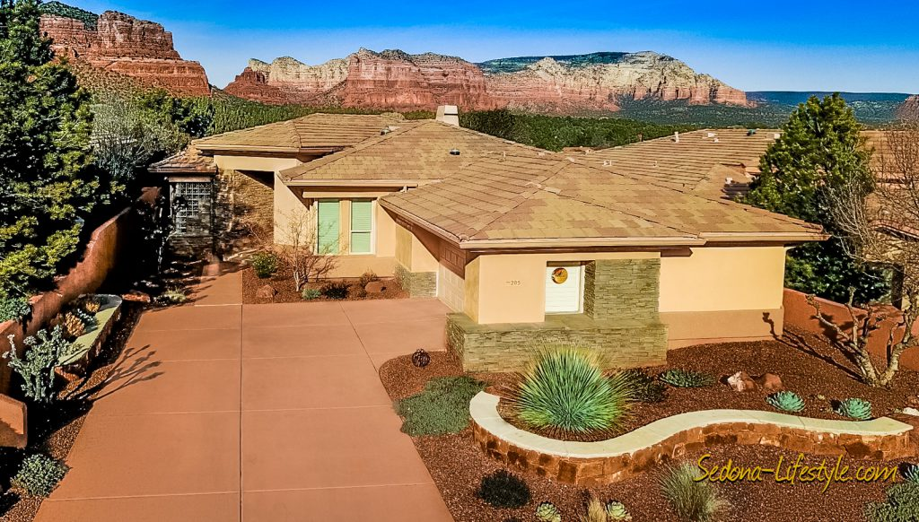 New Listing Golf Course home for sale - Sedona Golf Resort - 205 E Bighorn Ct Sedona 86351 2bd 2ba Red Rock Views