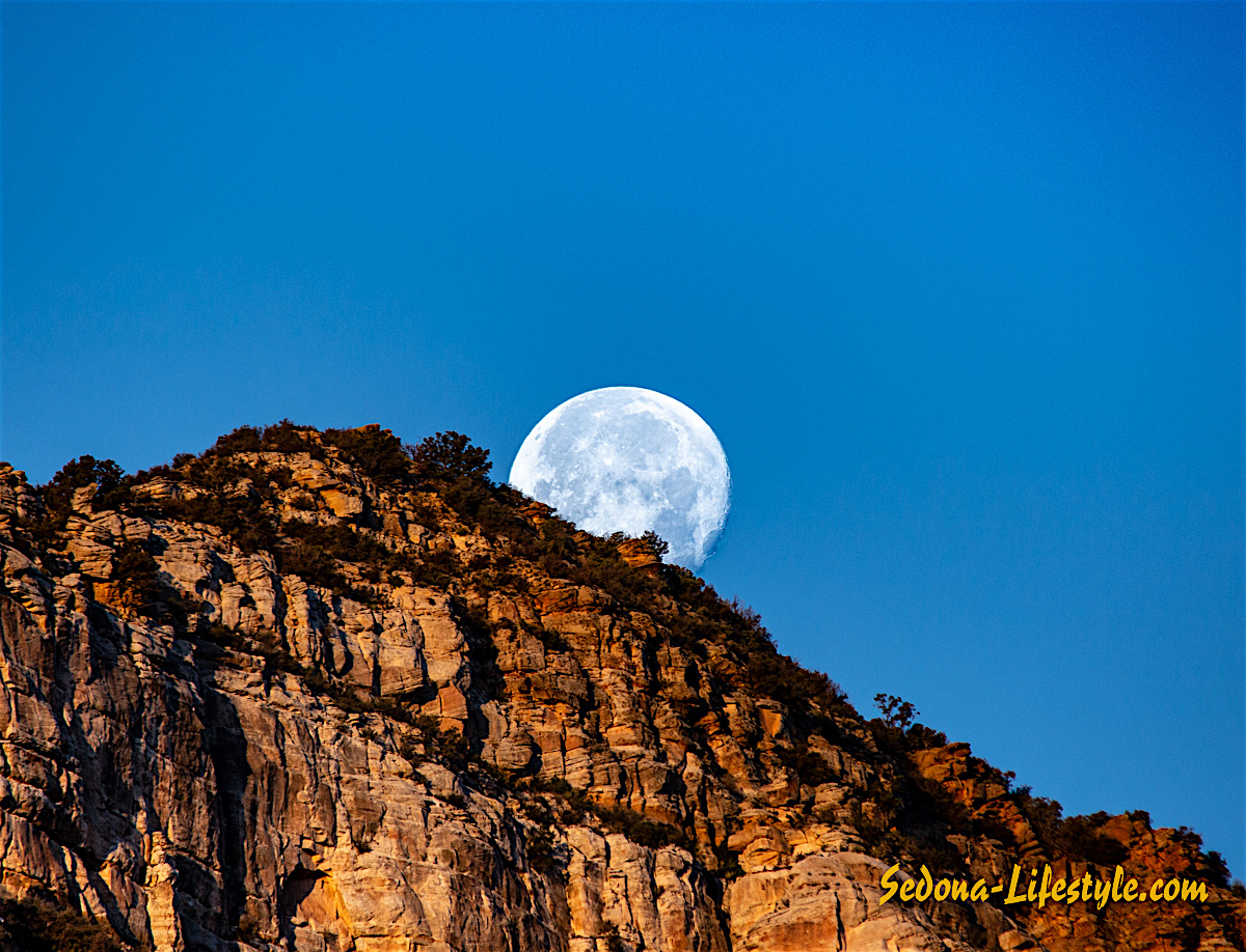 Cold Moon Setting on Thunder Mountain….Sedona Arizona