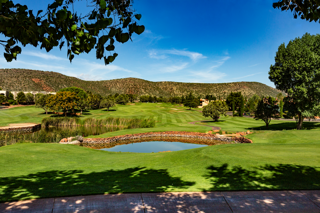 Sedona Golf Resort - golfers , homes on golf course